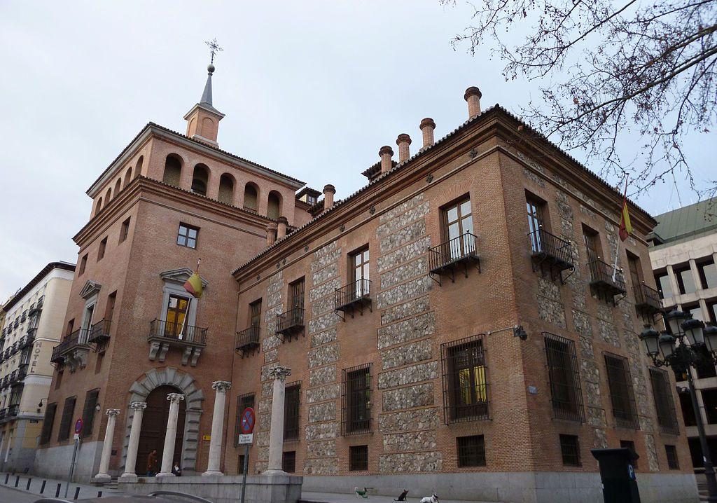 1024px-Casa_de_las_7_Chimeneas_(Madrid)_06